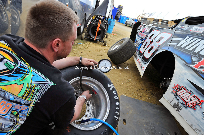 Feb 12, 2011; 5:32:33 PM; Gibsonton, FL., USA; The Lucas Oil Dirt Late Model Racing Series running The 35th annual Dart WinterNationals at East Bay Raceway Park.  Mandatory Credit: (thesportswire.net)
