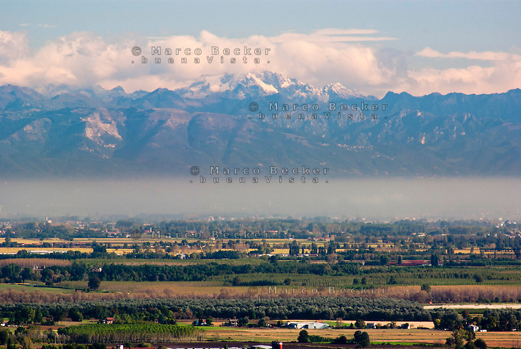 Veduta sulla Pianura Padana dall'Oltrepò Pavese verso Milano --- View over the Padan Plain from the Oltrepò Pavese towards Milan