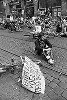 "- demonstration of ""Green"" and environmentalist groups in bicycle against traffic and pollution (September 1977)....- manifestazione dei gruppi ecologisti e ""verdi"" in bicicletta contro traffico ed inquinamento (settembre 1977)"