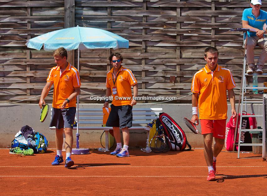 Austria, Kitzbühel, Juli 18, 2015, Tennis,  Junior Davis Cup, ltr: Bart Stevens coach Martijn Voorbaak and Guy den Heijer (NED) (R)<br /> Photo: Tennisimages/Henk Koster