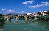 romanische Brücke in Puente la Reina,  Navarra, Spanien