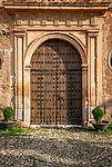 Spanien, Andalusien, Provinz Almería, Vélez Blanco: weisses Dorf, Kirchenportal | Spain, Andalusia, Province Almería, Vélez Blanco: pueblo blanco, church porch, entrance