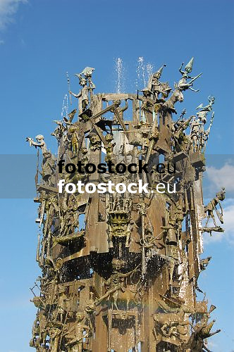 Carnival Fountain (1967) by Blasius Spreng and Helmut Gräf, at the Schiller Square in Mainz<br /> <br /> Fuente de Carnaval (1967) por Blasius Spreng y Helmut Gräf, en la plaza de Schiller en Maguncia, Rheinland-Pfalz, Alemania<br /> <br /> Fastnachtsbrunnen (1967) auf dem Schillerplatz in Mainz, Rheinland-Pfalz, Deutschland<br /> <br /> orig.: 3008 x 2000 px<br /> 150 dpi: 50,94 x 33,87 cm<br /> 300 dpi: 25,47 x 16,93 cm