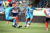 MONTERIA - COLOMBIA, 15-08-2021: Yulian Anchico, Eduard Sosa de Jaguares de Cordoba F.C. y Dany Rosero de Atletico Junior disputan el balón durante partido entre Jaguares de Cordoba F. C. y Atletico Junior de la fecha 5 por la Liga BetPlay DIMAYOR I 2021, en el estadio Jaraguay de Monteria de la ciudad de Monteria. / Yulian Anchico, Eduard Sosa of Jaguares de Cordoba F.C. and Dany Rosero of Atletico Junior vie for the ball during a match between Jaguares de Cordoba F. C. and Atletico Junior, of the 5th date for the Betplay DIMAYOR I 2021 League at Jaraguay de Monteria Stadium in Monteria city. / Photo: VizzorImage / Andres Lopez / Cont.
