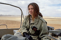 - Israeli army, women training in the Negev desert ....- esercito israeliano, donne in addestramento nel deserto del Negev