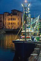 "France, Aquitaine, Pyrénées-Atlantiques, Pays Basque,   Saint-Jean-de-Luz : Au port de pêche   départ  de nuit  du Thonier Canneur ""Aïrosa""  pour la pêche au thon à la canne, en fond Maison de l'Infante //  France, Pyrenees Atlantiques, Basque Country:  At night, at the fishing port,  departure Line tuna vessel ""Airosa"" for tuna fishing cane, in the background Infanta of Spain's House"