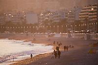Europe/France/06/Alpes-Maritimes/Nice: Lumière du soir sur la plage de la Promenade des Anglais en hiver