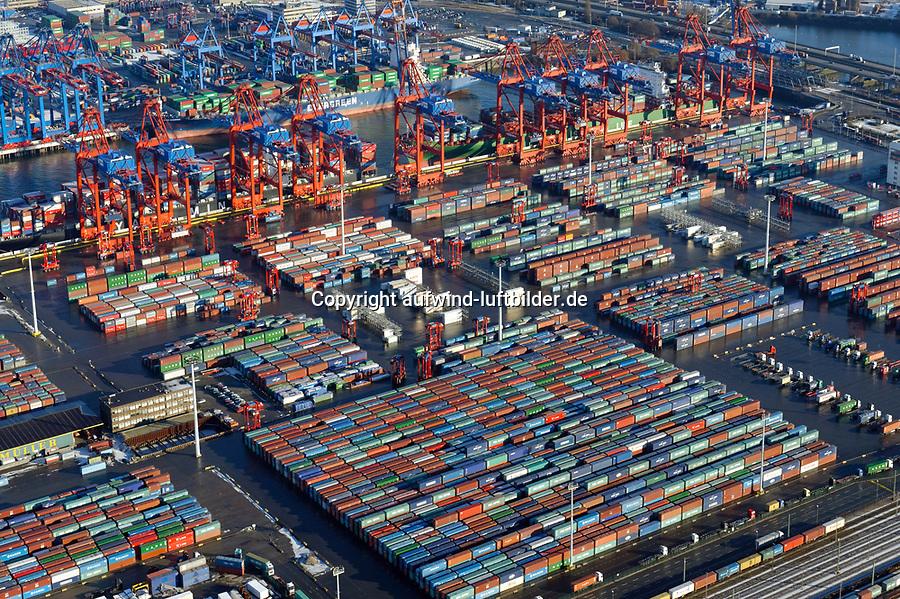 Eurogate Hamburg: EUROPA, DEUTSCHLAND, HAMBURG, (EUROPE, GERMANY), 02.01.2009 Der EUROGATE Containerterminal Hamburg liegt zentral im Waltershofer Hafen, mit direkter Anbindung an die Autobahn A7. An 365 Tagen im Jahr werden hier an sechs Großschiff-Liegeplaetzen rund um die Uhr Containerschiffe abgefertigt. Hierfuer stehen 23 Containerbruecken (davon 19 Post-Panmax) und mehr als 140 Van Carrier zur Verfuegung.<br /> Mit einem Umschlag von 2,7 Mio. TEU in 2008 gilt der EUROGATE Container Terminal Hamburg als die zweitgroesste Umschlagsanlage der EUROGATE-Gruppe in Deutschland.