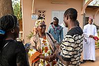 NIGER, Niamey, katholische Kirche, Treffen der Jugend Assoziation fuer Dialog zwischen Christen und Muslimen, Erzbischof Laurent Lompo und Fatouma Marie-Therése Djibo