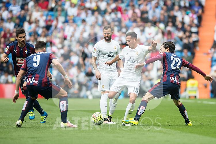 Real Madrid's  Lucas Vazquez and Sociedad Deportiva Eibar's Sergi Enrich and Jota Peleteiro during La Liga match. April 09, 2016. (ALTERPHOTOS/Borja B.Hojas)