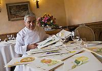 Europe/France/Provence-Alpes-Côte d'Azur/06/Alpes-Maritimes/ La Turbie: Bruno Cirino chef du restaurant: Hostellerie Jérôme et ses beaux menus représentaant des fruits et légumes