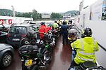 Foto: VidiPhoto<br /> <br /> EIFEL - Nederlanders die naar Duitsland gaan, hoeven zich niet meer aan te melden en ze hoeven geen negatieve coronatest of vaccinatiebewijs meer te tonen om het land in te mogen. Vanaf zondag geldt Nederland niet meer als risicogebied voor Duitsland, waardoor deze maatregelen zijn afgeschaft. Voor de motorrijders van de CVA (Club van Arne) was dat maandag reden om direct te vertrekken naar de Duitse Eifel, een van de meeste populair gebieden voor motorrijders. Duitse hotels en restaurants reageerden enthousiast bij de komst van de eerste motorclub. De meeste motorclubs hebben hun Duitse tourtrips verplaatst naar september en oktober.