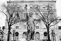 France. Gironde department. Bordeaux. A replica of the Statue of Liberty (2.5 m height). The first Bordeaux statue was seized and melted down by the Nazis in World War II. The statue was replaced in 2000 and a plaque was added to commemorate the victims of the September 11 terrorist attacks. 1.04.06 © 2006 Didier Ruef
