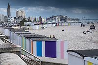 Europe/France/Haute-Normandie/76/  Le Havre : Une plage dans la ville, Promenade du Front de Mer et  Cabines de plage,  /  <br /> Europe / France / Upper-Normandy / / 76 / Le Havre: A beach in the city, Promenade du Front de Mer and Beach huts,