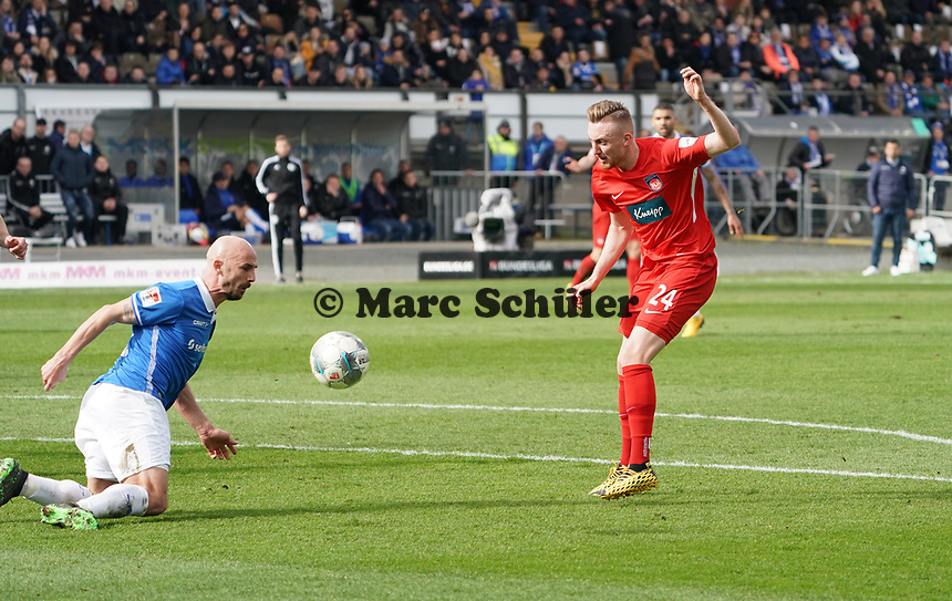 Patrick Herrmann (SV Darmstadt 98) blockt den Schuss von Tobias Mohr (1. FC Heidenheim) ab - 29.02.2020: SV Darmstadt 98 vs. 1. FC Heidenheim, Stadion am Boellenfalltor, 24. Spieltag 2. Bundesliga<br /> <br /> DISCLAIMER: <br /> DFL regulations prohibit any use of photographs as image sequences and/or quasi-video.