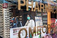 corona virus a Como, mascherine di seta