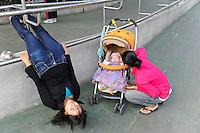 CHINA Megacity Hong Kong Kowloon, women in park, CHINA Hong Kong Stadteil Kowloon, Frauen in einem Freizeitpark
