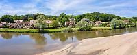 France, Cher (18), Apremont-sur-Allier, labellisé Plus Beaux Villages de France, le village et l'Allier (vue aérienne)