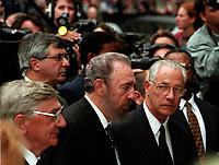 Fidel Castro sans son uniforme aux  funerailles de Pierre Trudeau le 10 Octobre 2000, a la Basilique Notre-Dame<br /> <br /> <br /> PHOTO :  Agence Quebec Presse
