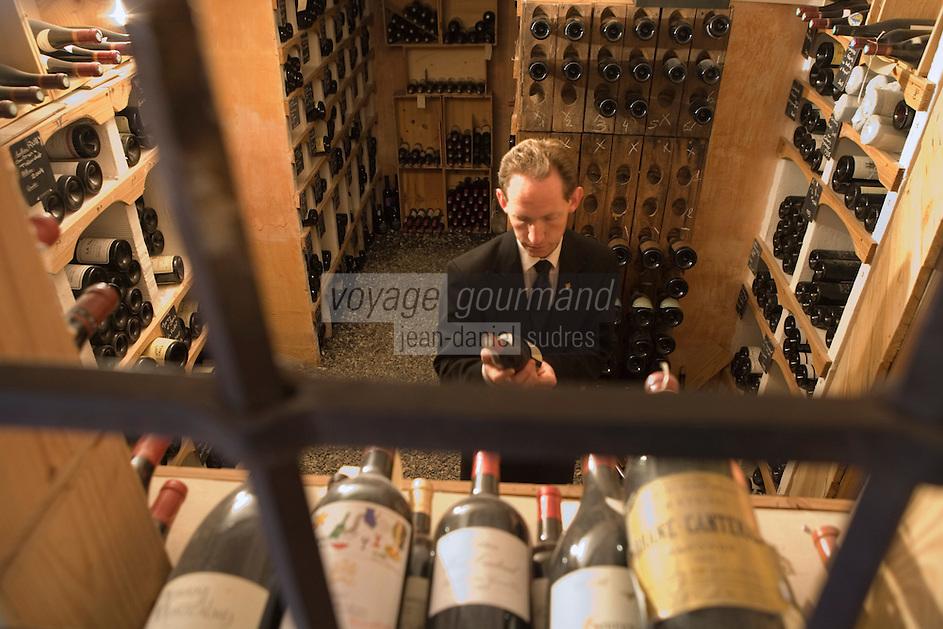 """Europe/France/Rhone-Alpes/73/Savoie/St-Marcel:  Le sommelier  Florent dans sa cave -  Hotel-restaurant """"La Bouitte"""""""