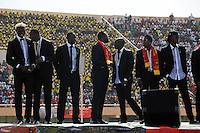 BURKINA FASO, soccer fans during reception of the national football team of Burkina Faso as 2nd placed winner of the Africa Cup 2013 in Stadium in Ouagadougou, player Aristide Bance, left /.BURKINA FASO Ouagadougou, begeisterte fans empfangen die burkinische Fussball Nationalmannschaft als zweitplazierten des Afrika Cup 2013 im Stadium, Spieler Aristide Bance, links