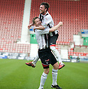 :: CHRIS HIGGINS IS CONGRATULATED BY JOE CARDLE AFTER HE SCORES DUNFERMLINE'S THIRD ::