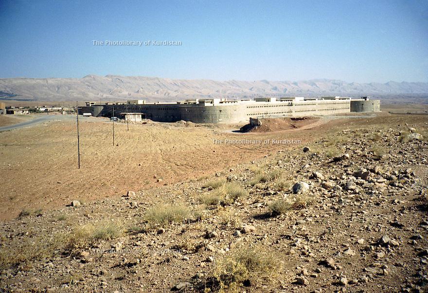 Irak 2000.Un fort construit par l'armée irakienne a Koysanjak   .<br /> Iraq 2000.A fort built by the Iraki army in Koysanjak