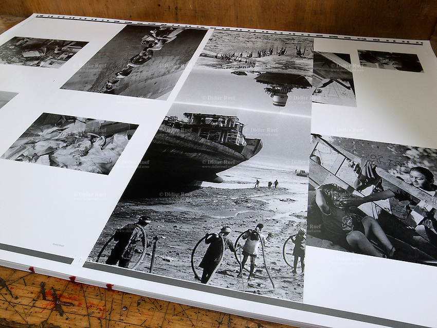 The book Recycle by Didier Ruef is printed by Jean Genoud SA. Recycle will be published in april 2011 by Labor et Fides ( french -english languages) and by Edizioni Casagrande ( italian - german languages). 24x32 cm, 320 pages. Hard cover. 238 B&W Duplex. Photography Didier Ruef. Texts: Matthieu Ricard, Jean-Michel Cousteau, Bertrand Charrier. Carried out between 1991 and 2008 on the themes of waste and recycling, Didier Ruef captured a variety of situations which reveals the face of humanity behind the waste it produces, recycles or has to endure. The work of a committed photographer, which urge the reader to understand and act, more forcefully than conventional calls, to protect the environment. For centuries man has recovered and recycled the residues of his productive activities. Then came the era of waste as everyday companion. Our affluent societies are fueling the growing production of goods without taking into account the waste that generates in itself, becoming an industry whose purpose is its elimination. Today, faced with demographic and economic growth and the increasing fragility of the ecosystems, it is no longer possible to bury our refuse and toxic waste with the illusion that we have disposed of it forever, that it has been irreversibly sterilised. © 2011 Didier Ruef