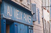 Europe/France/Provence-Alpes-Côte d'Azur/13/Bouches-du-Rhone/Marseille: Quartier du Panier - Quartier du Panier - Détail vieille boutique - rue du panier