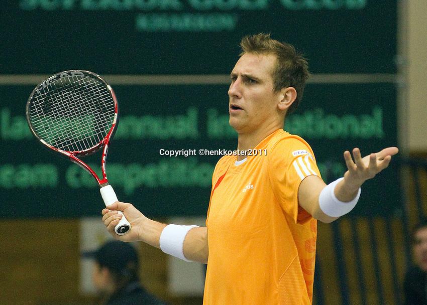 04-03-11, Tennis, Oekraine, Kharkov, Daviscup, Oekraine - Netherlands, Thiemo de Bakker  is het niet eens met een lijnrechter