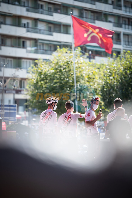 AG2R Citroen Team at sign on before the start of Stage 16 of La Vuelta d'Espana 2021, running 180km from Laredo to Santa Cruz de Bezana, Spain. 31st August 2021.     <br /> Picture: Charly Lopez/Unipublic | Cyclefile<br /> <br /> All photos usage must carry mandatory copyright credit (© Cyclefile | Unipublic/Charly Lopez)