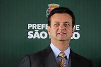 SAO PAULO, SP, 14 DEZEMBRO 2011 - KASSAB NOVOS SERVICOS DE LIMPEZA PUBLICA - O prefeito de Sao Paulo Gilberto Kassab, durante apresentacao dos novos servicos de limpeza publica de Sao Paulo, no Autodromo de Interlagos na manha desta quarta-feira, 14. (FOTO: MILENE CARDOSO - NEWS FREE).