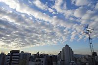 SÃO PAULO, SP, 26.05.2021 - CLIMA-SP - Final de tarde com nuvens esparsas e temperatura amena na região central de São Paulo, nesta quarta-feira, 26. (Foto Charles Sholl/Brazil Photo Press)