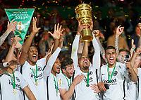 DFB-Pokal, Trophaee, Pott, Pokal, NKevin-Prince BOATENG, FRA 17 <br /> Football DFB Pokal Finale , Berlin,19.05.2018<br /> FC BAYERN MUENCHEN - EINTRACHT FRANKFURT 1-3<br /> <br />  <br />  *** Local Caption *** © pixathlon<br /> Contact: +49-40-22 63 02 60 , info@pixathlon.de