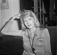 La  journaliste animatrice  de Radio-Canada France Nadeau<br /> <br /> (date inconnue, avant 1984).<br /> <br /> Photo : Agence Quebec Presse - Roland Lachance