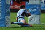 Chris Czekaj dives between the posts. Cardiff Blues V Edinburgh, Magners League. © Ian Cook IJC Photography, 07599826381,  iancook@ijcphotography.co.uk, www.ijcphotography.co.uk