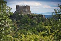 Europe/France/Auverne/63/Puy-de-Dôme/Parc Naturel Régional des Volcans/ Murol: Château de Murol du XIIe siècle sur un promontoire basaltique