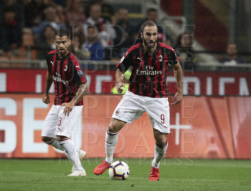 Calcio, Serie A: AC Milan - AS Roma, Milano stadio Giuseppe Meazza (San Siro) 31 agosto 2018. <br /> AC Milan's Gonzalo Higuain (r) in action with his teammate Suso (l) during the Italian Serie A football match between Milan and Roma at Giuseppe Meazza stadium, August 31, 2018. <br /> UPDATE IMAGES PRESS/Isabella Bonotto