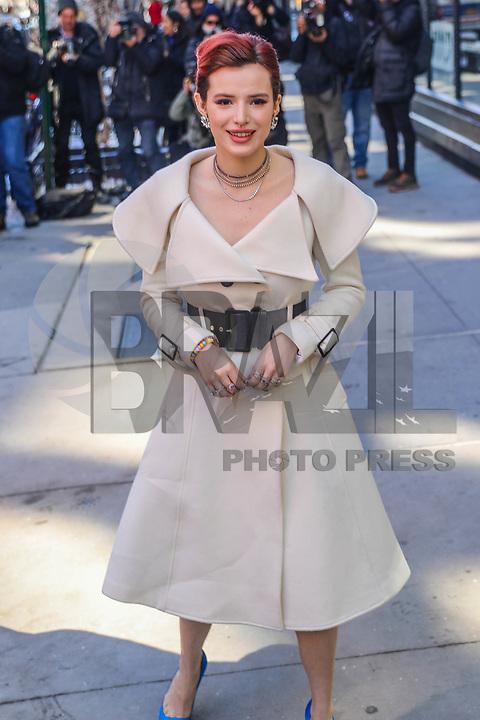NOVA YORK, EUA, 22.03.2018 - BELLA-THORNE -<br /> A atriz norte-americana Bella Thorne é vista no bairro do Soho em Manhattan na cidade de Nova York nesta quinta-feira, 22. (Foto: Vanessa Carvalho/Brazil Photo Press)