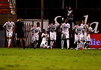 ENVIGADO - COLOMBIA, 02-12-2020: Leonardo Castro de Deportivo Independiente Medellin celebra con sus compañeros de equipo el segundo gol anotado al Envigado F. C., durante partido entre Envigado F. C. y Deportivo Independiente Medellin de la fecha 2 por la Liguilla BetPlay DIMAYOR 2020, en el estadio Polideportivo Sur de la ciudad de Envigado. / Leonardo Castro of Deportivo Independiente Medellin celebrates with his teamates the second scored goal to Envigado F. C., during a match between Envigado F. C., and Deportivo Independiente Medellin of the 2nd date for the BetPlay DIMAYOR 2020 Liguilla at the Polideportivo Sur stadium in Envigado city. Photo: VizzorImage / Luis Benavides / Cont.