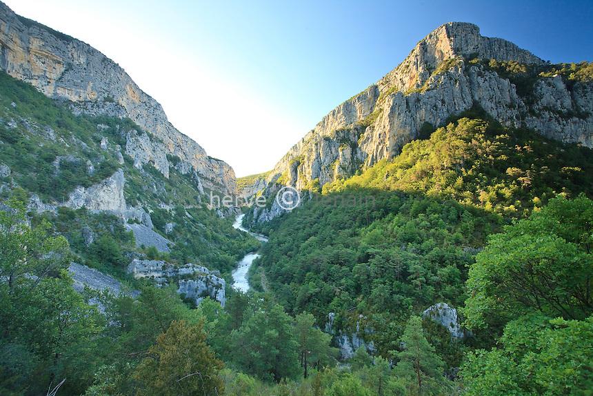 France, Alpes-de-Haute-Provence (04), parc naturel régional du Verdon, vue sur les Gorges du Verdon // France, Alpes de Haute Provence, Parc Naturel Regional du Verdon (Natural Regional Park of Verdon), view on the Gorges of the Verdon river