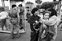 - Rome, philippines immigrant women in Termini station square (October 1989)....- Roma, donne immigrate filippine sulla piazza della stazione Termini (ottobre 1989)