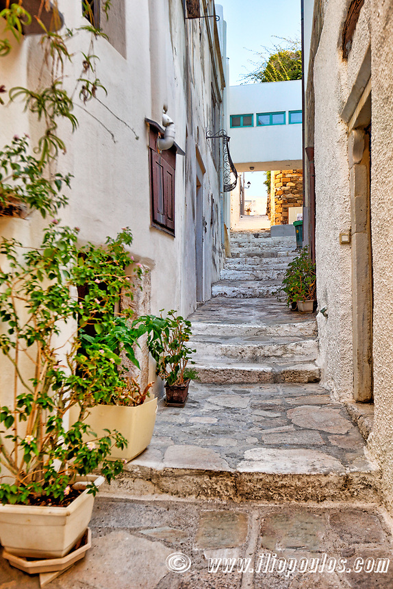 An alley in the castle (kastro) of Chora in Naxos island, Greece