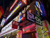 Leuchtreklame in Dong- Daegu, Provinz,Gyeongsangbuk-do , Südkorea, Asien<br /> neon sign in Daegu,  province Gyeongsangbuk-do, South Korea, Asia