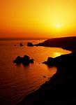 ZYPERN, Sued-Zypern, bei Paphos: Petra Tou Romiou, der Aphroditefelsen bei Sonnenuntergang, der Sage nach ging Aphrodite nach ihrer Geburt hier an Land | CYPRUS, South-Cyprus, near Paphos: Petra Tou Romiou (Rock of the Greek) or (Rock of Aphrodite) at sunset