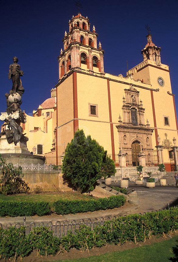 AJ1911, Mexico, Guanajuato, La Parroquia (Parish Church) also known as the Basilica of Our Lady of Guanarato in Guanajuato in the state of Guanajuato.