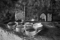 Benevento - Casa di San Gennaro. Casa che per tradizione si vuole luogo di nascita di San Gennaro. Particolare dell'altare posto sotto l'Arco di San Gennaro.