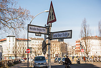 Im Berliner Stadtteil Kreuzberg wurden am 20. Februar 2021 Strassenschilder von Unbekannten anlaesslich des ersten Jahrestages des rechtsextremen Terroranschlag in Hanau am 19.2.2020 Strassenschilder mit Namen der Opfer ueberklebt.<br /> Im Bild: Der Erkelenzdamm (links) und die Dresdener Strasse (rechts) wurden in Mercedes-Kierpacz-Platz und Ferhat Unvar-Strasse umbenannt.<br /> 21.2.2021, Berlin<br /> Copyright: Christian-Ditsch.de