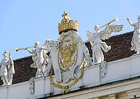 Wappen und Krone des deutschen Kaiser an der Reichskanzlei in der alten Hofburg, Wien, Österreich, UNESCO-Weltkulturerbe<br /> Coat of arms and crown of German Emperor at imperial chancery in old Hofburg, Vienna, Austria, world heritage