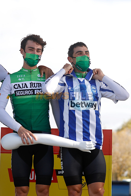 Caja Rural-Seguros RGA at sign on before the start of Stage 7 of the Vuelta Espana 2020 running 159.7km from Vitoria-Gasteiz to Villanueva de Valdegovia, Spain. 27th October 2020.  <br /> Picture: Luis Angel Gomez/PhotoSportGomez   Cyclefile<br /> <br /> All photos usage must carry mandatory copyright credit (© Cyclefile   Luis Angel Gomez/PhotoSportGomez)
